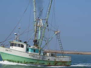 shrimp boat coming into port