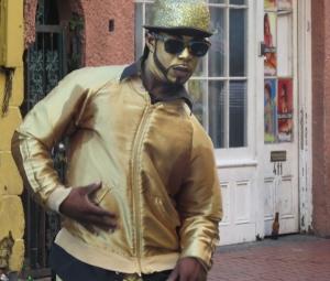 Bronze man dancing