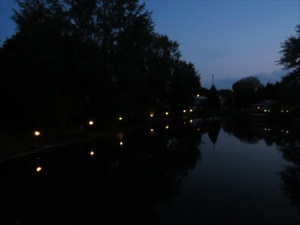 Night view of the pond